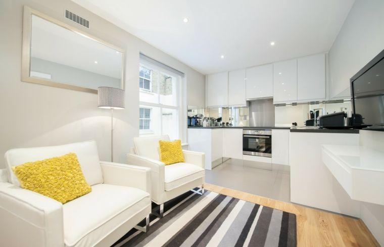 luminoso arredamento open space moderni, poltrone bianche e cuscini ...
