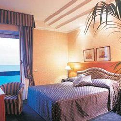 Lungomare Hotel 4 stelle Riccione fronte mare albergo