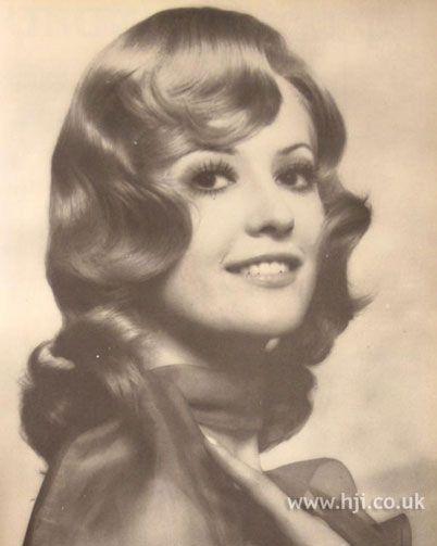 Sharihearts Wavy Glitter Stripes Nail Art: 1970s Hairstyles