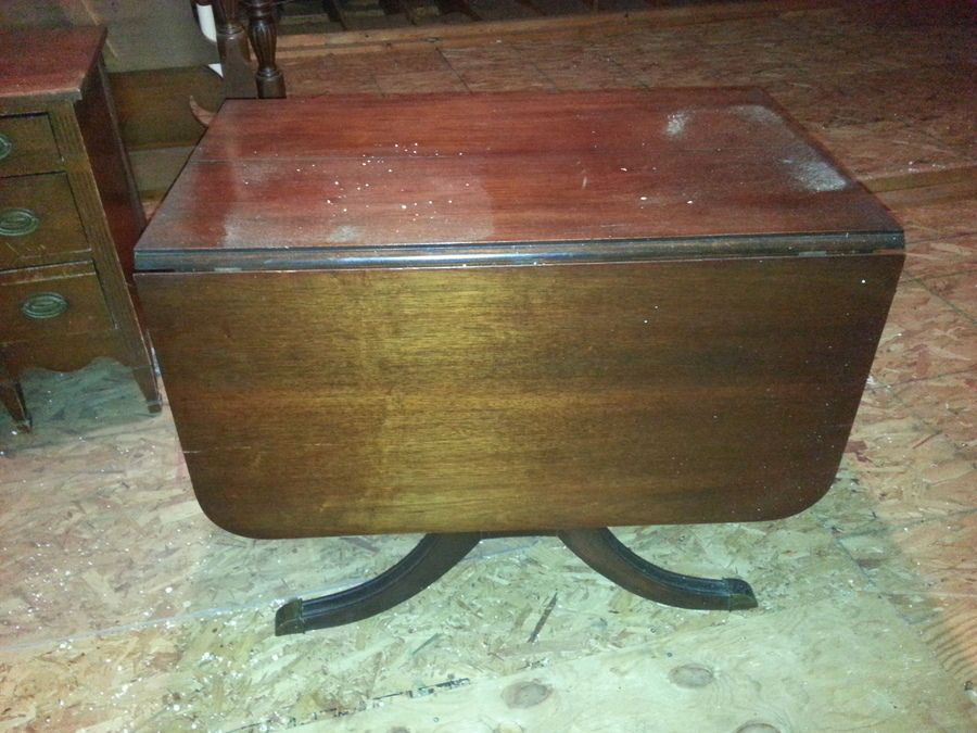 Drop Leaf Duncan Phyfe Style Table   Value $100