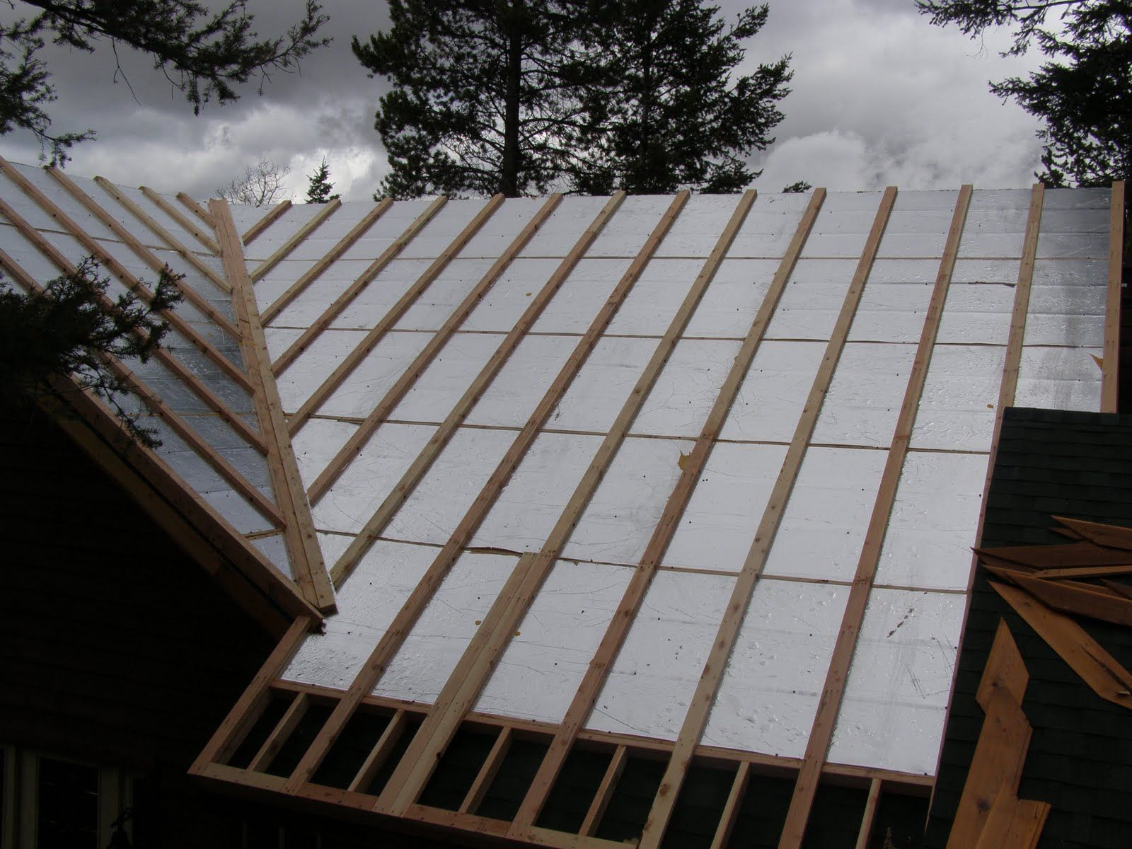 Roofing insulation offers many benefits and prudent use for Different roofing materials