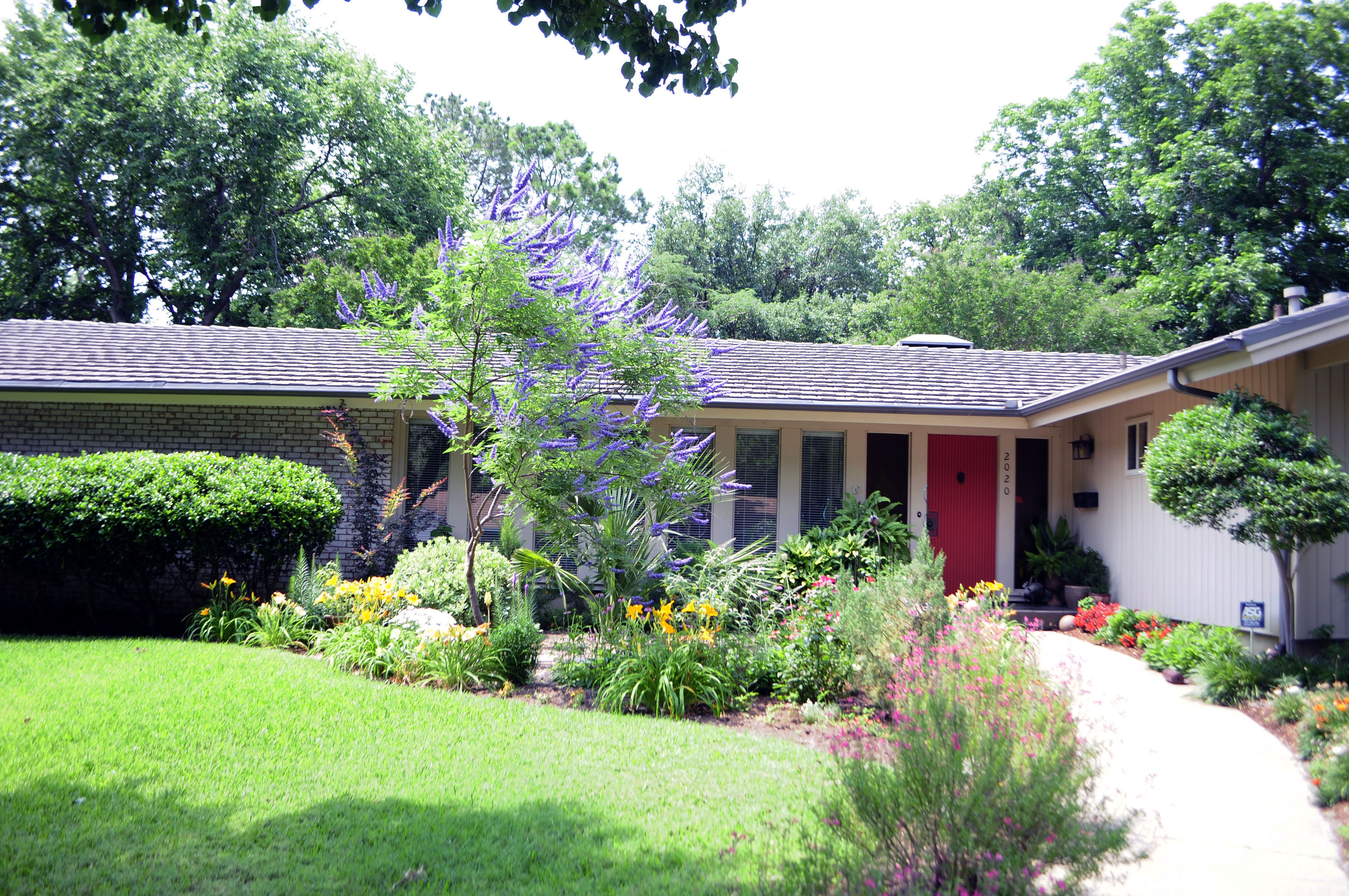 Exquisite Home Landscaping Ideas For Small Yards Exterior Round