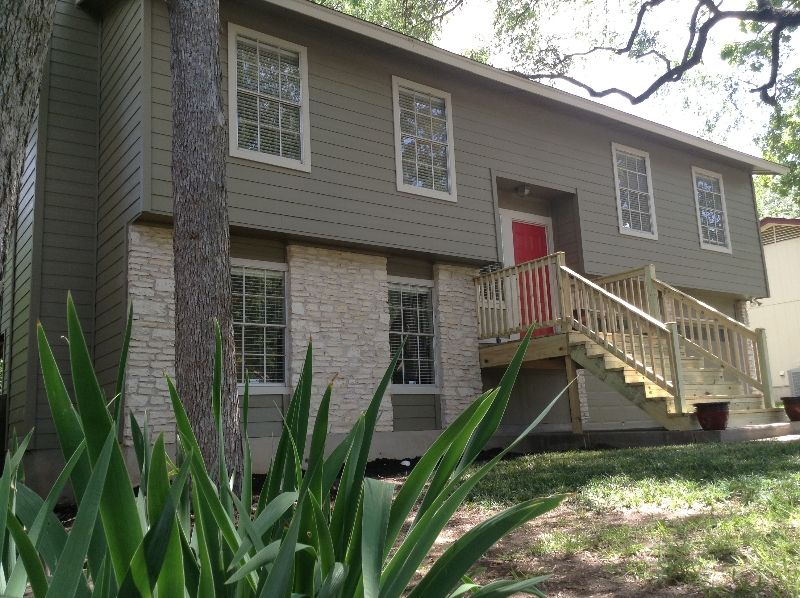 Austin Pro Siding And Windows Photo Gallery Exterior House Colors House Exterior Window Vinyl