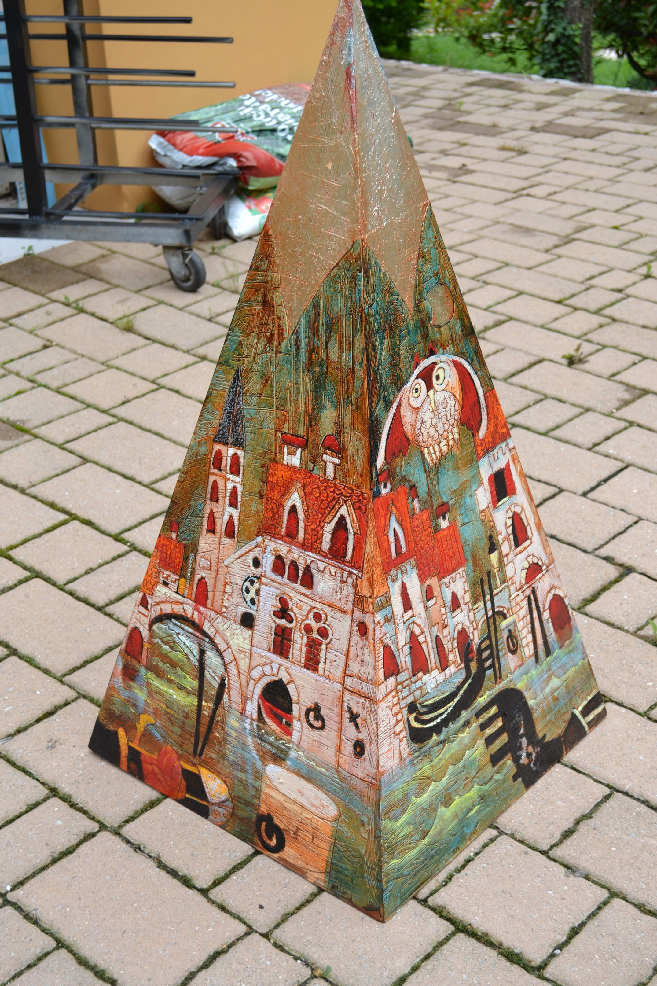 PYRAMID  OWLS IN VENICE , ON WOODDEN PYRAMID ON FRESCO MIXED TEC.  NOW ON SALE IN INTERNATIONAL ART CENTRE - AUCKLAND N-Z-