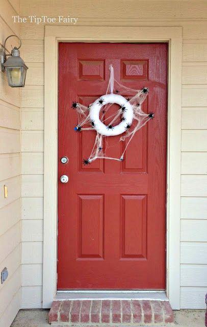 25 Spooky Halloween Wreaths (DIY Tutorials Spooky halloween, DIY - spider web halloween decoration