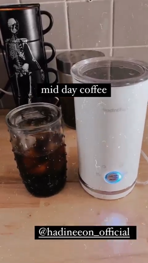 Frothing milk for coffee