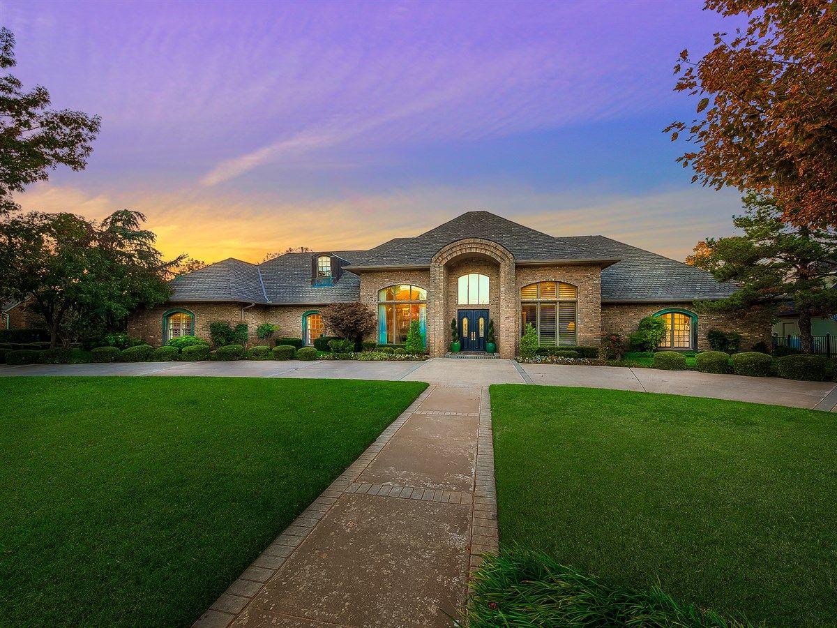 $899,000 - New listing in Mulholland - www.18709WoodyCreek.com - Wyatt Poindexter KW Elite 405-417-5466 www.OKLuxuryHomes.com #edmond #OK Oklahoma Luxury Homes & Edmond Real Estate