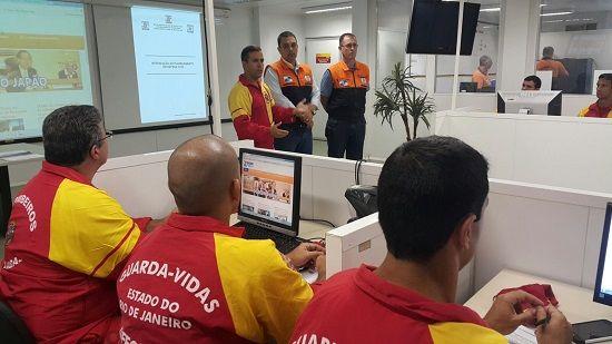 CONSTRUINDO COMUNIDADES RESILIENTES: Oficiais Guarda-vidas Recebem T.P. da D.C. Estadua...