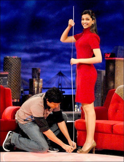 Farhan Akhtar measuring Deepika Padukone's height ...