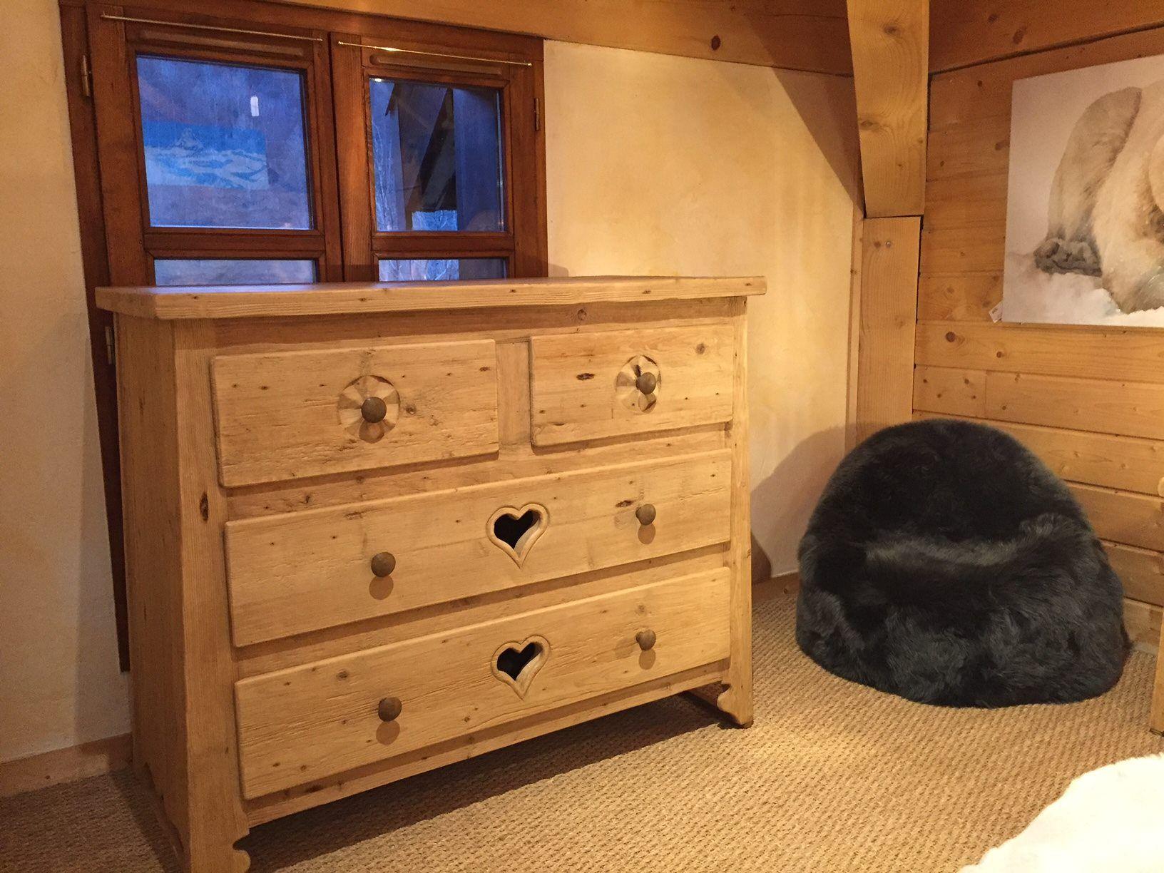 Commode En Vieux Parquet Recycle Design Wood Chalet Mountains Recycling Oldwood Floor Beaux Meubles Mobilier De Salon Decoration De La Chambre