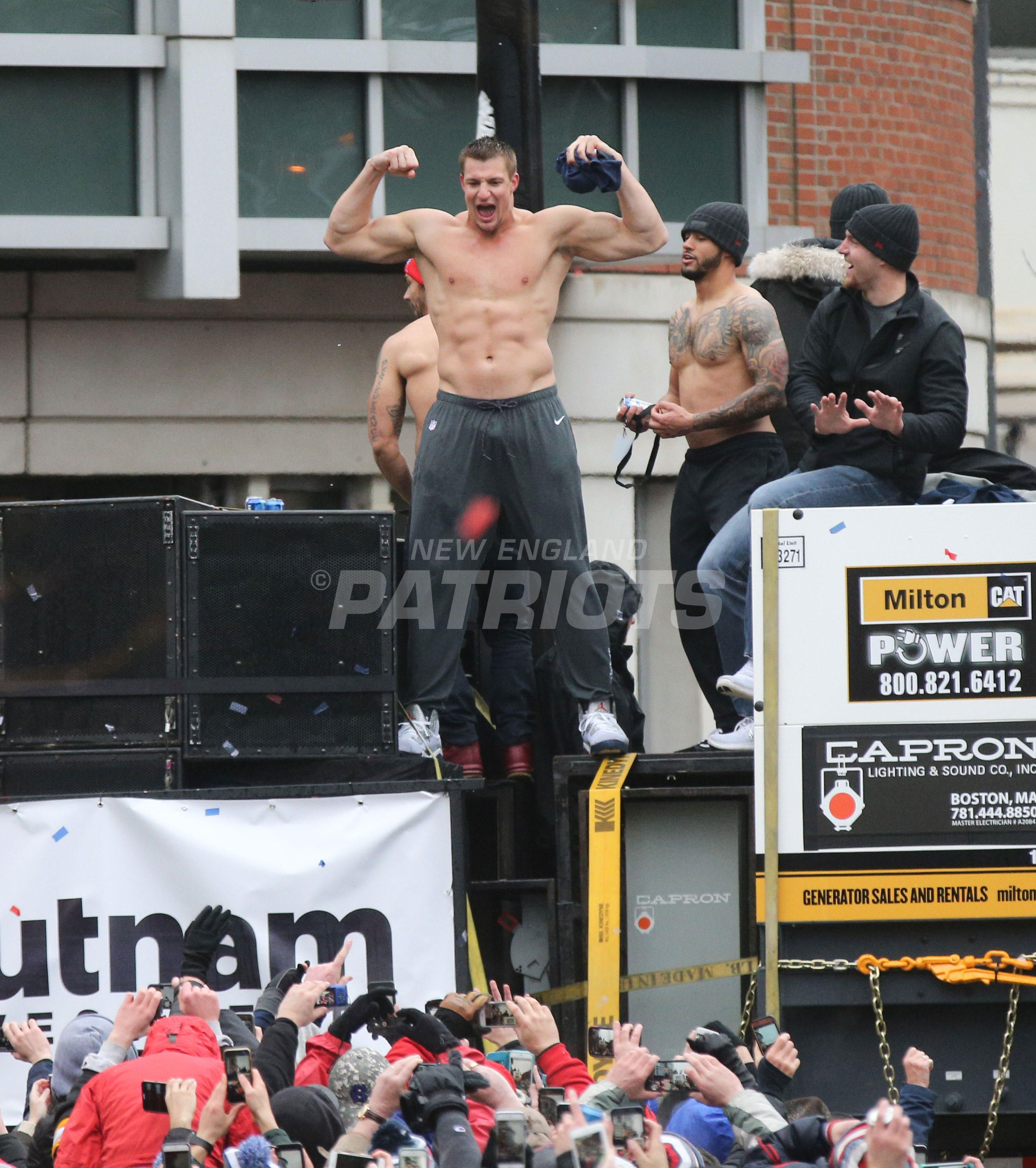 Patriots Super Bowl Li Victory Parade Gronk Patriots Patriots Football New England Patriots Football