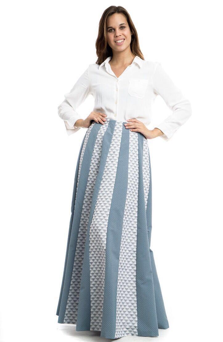 Falda larga combinada con dos temas de alta calidad. Diseñado y producido en España