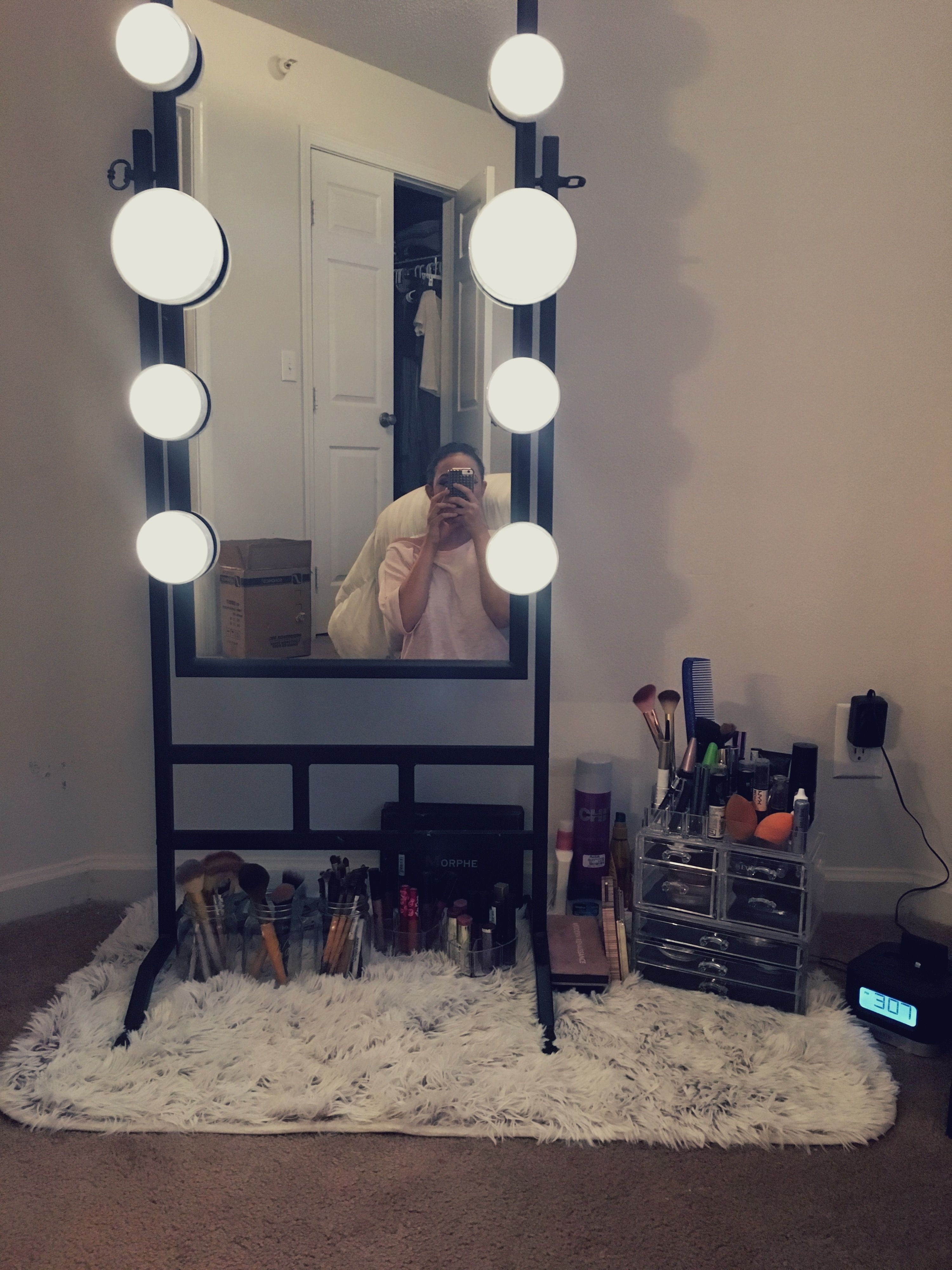 Vanity Idea For Those Who Like To Sit On The Floor When Doing Their Makeup Remodel Bedroom Small Bedroom Decorating Ideas Diy Kids Bedroom Remodel
