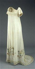 regency gown from .... http://natmus.dk/historisk-viden/temaer/modens-historie/1790-1840/