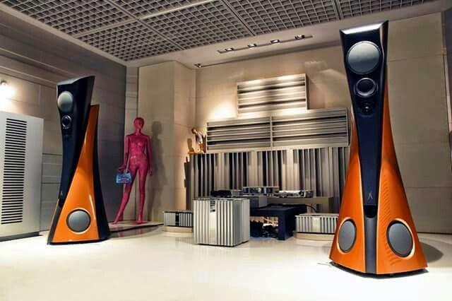 Estelon Extreme speakers powered by Burmester 909MK5 amplifiers and electronics