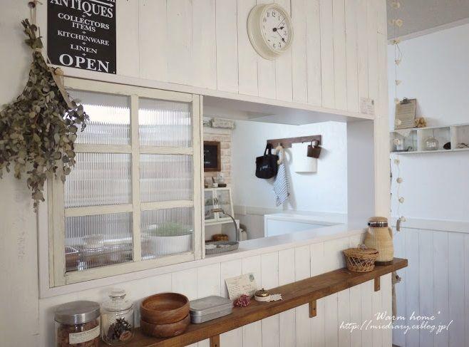 キッチンカウンターの窓枠 カフェショップのデザイン 自宅で インテリア 家具