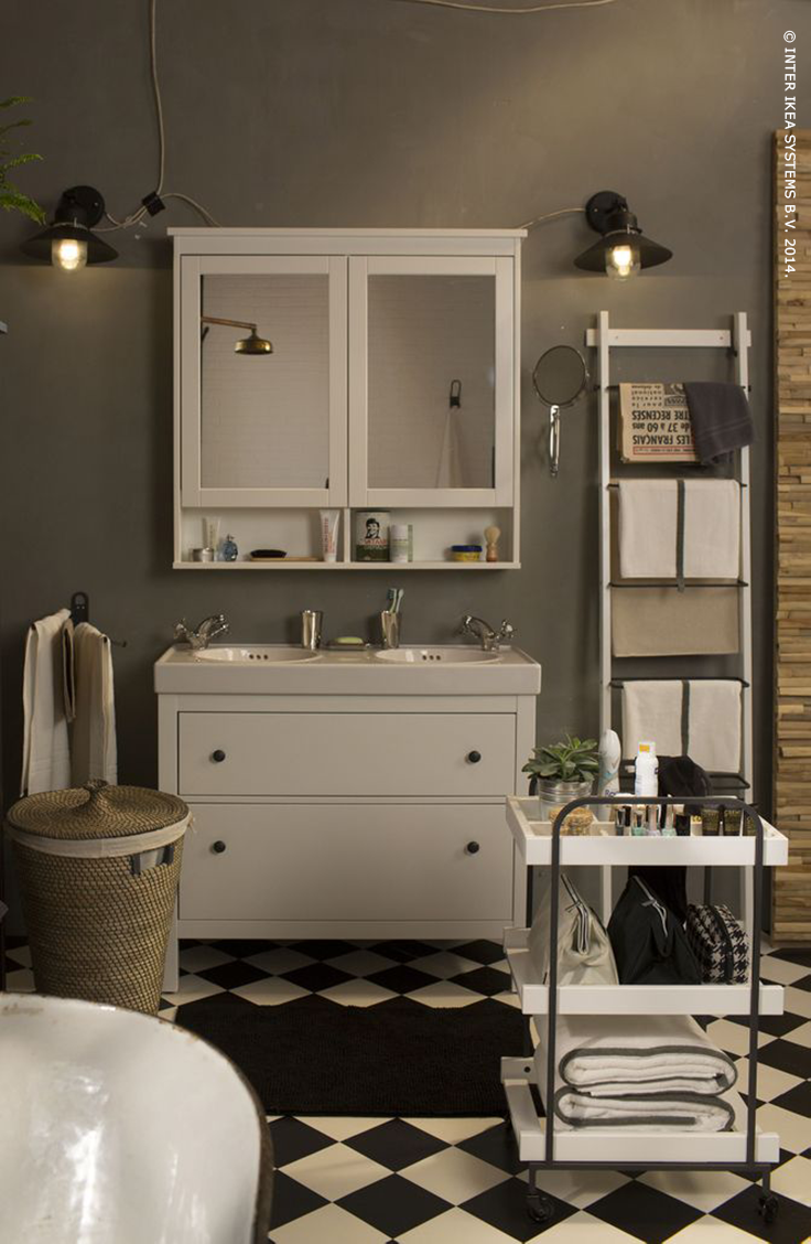 Geef je badkamer een retro look de handige hemnes badkamerkast heeft zowel aan de buiten als - Badkamer retro chic ...