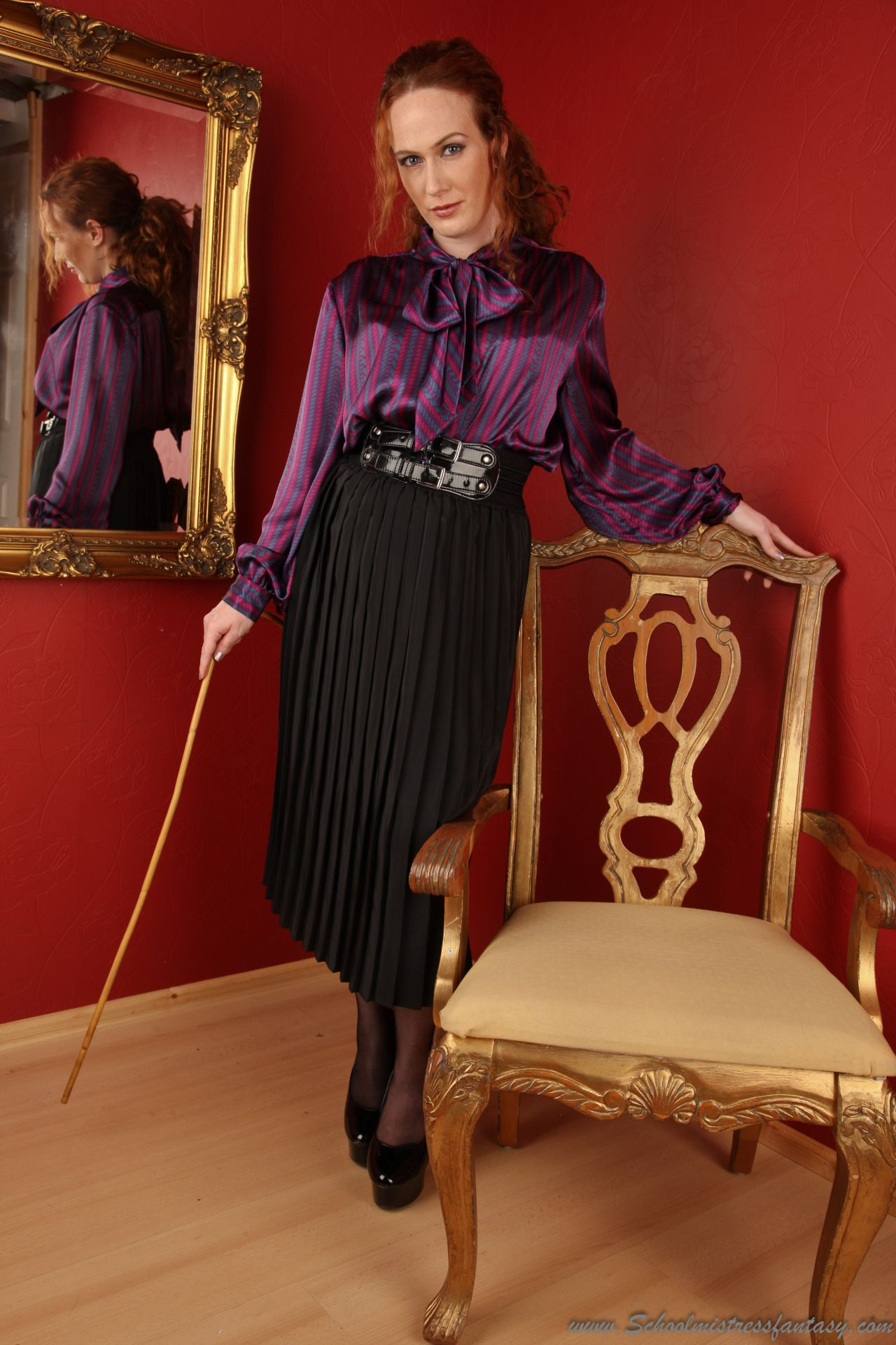 Leggy Ladies a must for slaves and leglovers….go to forum