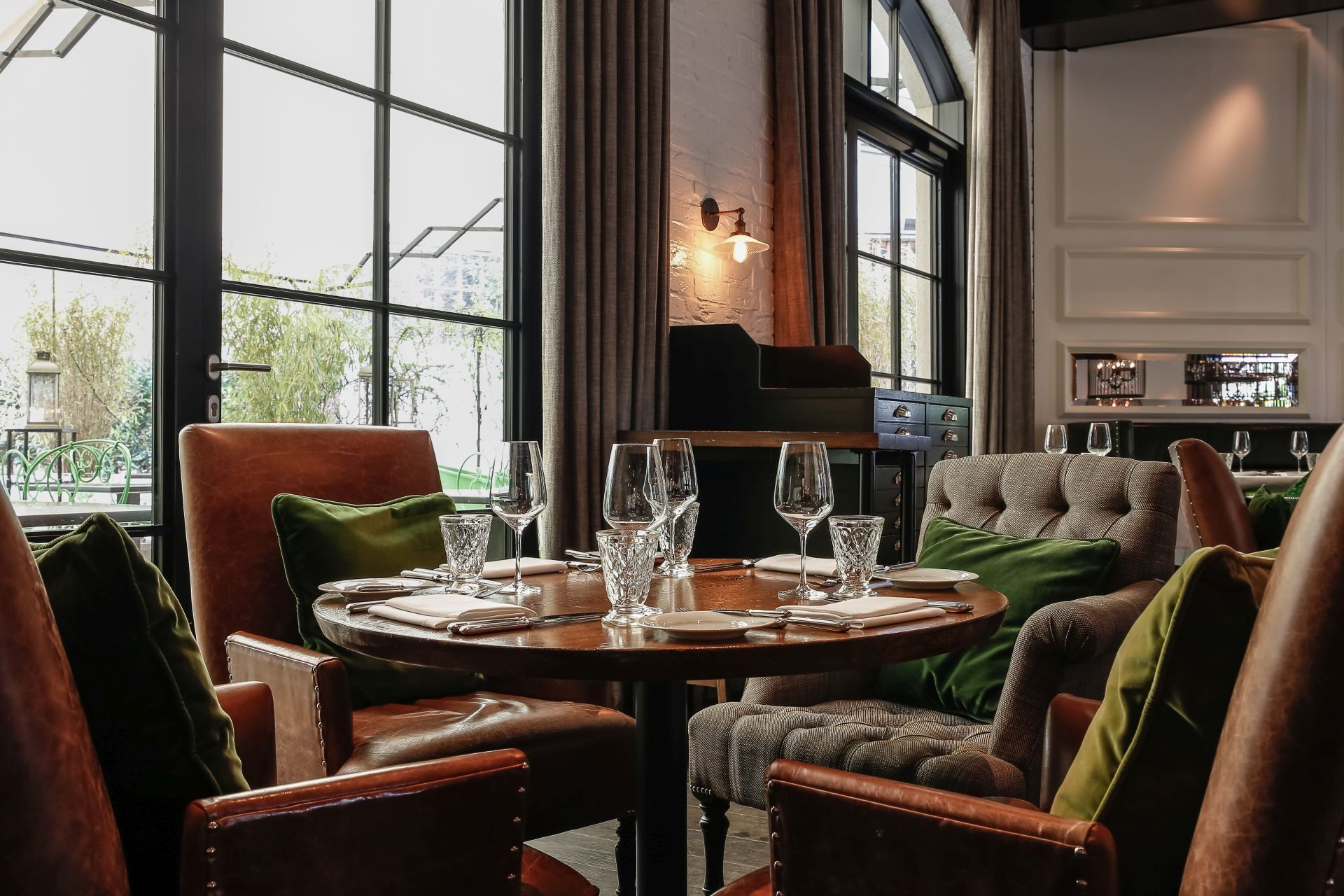 Hotel Berlin Nahe Zoologischer Garten In Mehreren Dekorierenden Stilen Von Grace Restaurant Restaurant Interior Design Modern Arrangements Restaurant Interior