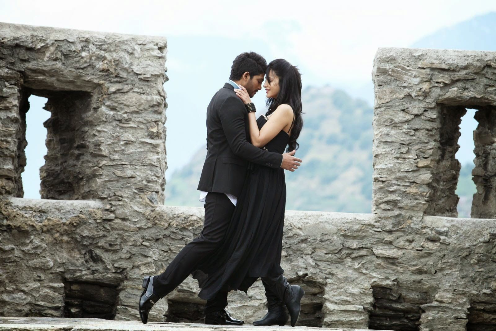 A BIG ONE for Allu Arjun and Shruti Haasan - Race Gurram completes 4 years!