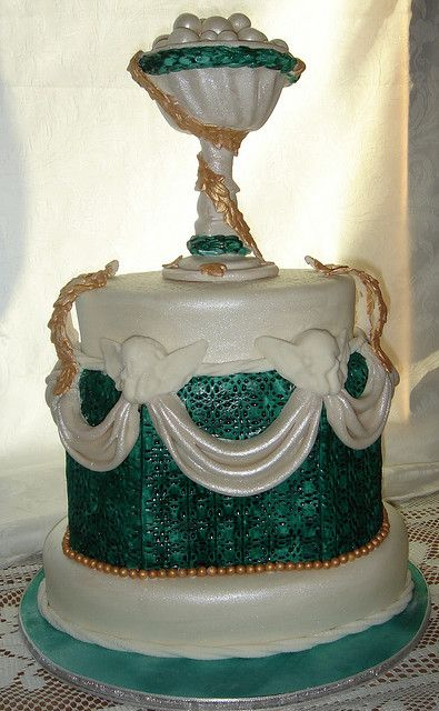 Green And White Wedding Cake With Sugar Sculpture Goblet Pearls