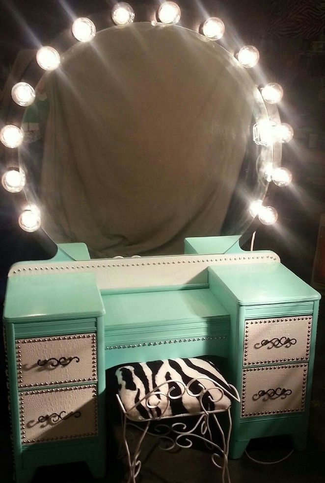 Pin By Mary Fortuno On Diva Den Vanity Makeup St0rage Vanity Makeup Rooms Makeup Vanity Decor Round Mirrors