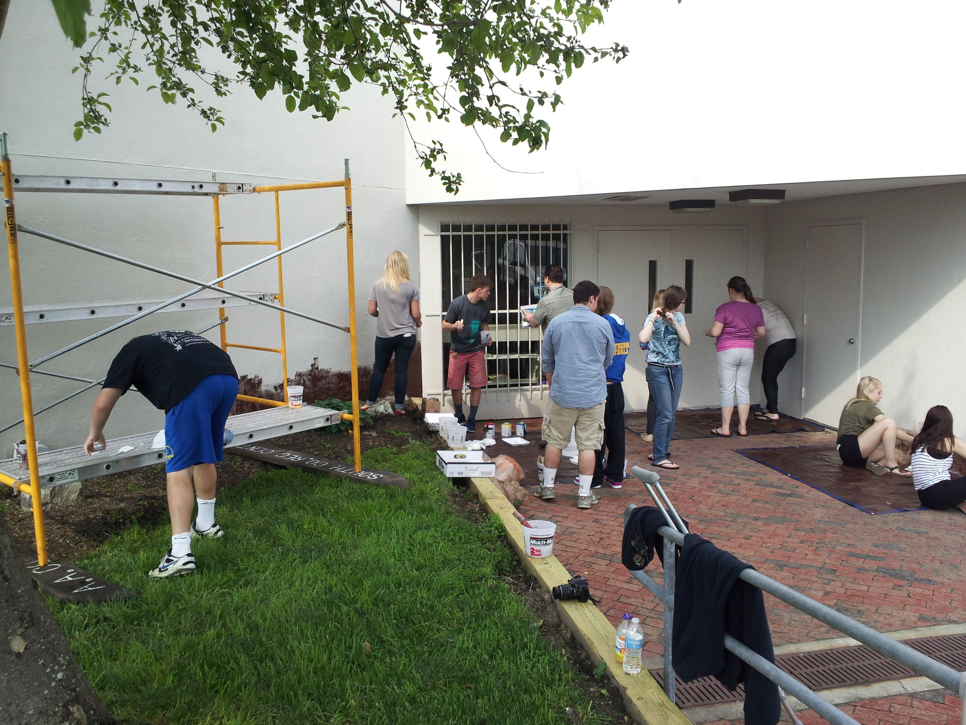 Students And Volunteers Start Painting A Mural At The South County Recreation Center Recreation Centers Recreation Brooklyn Park