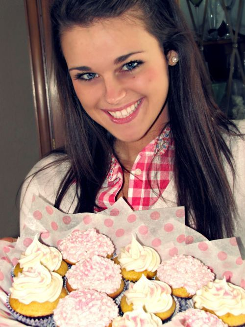 (1 cupcake): Calories: 160; Calories from Fat: 80; Total Fat: 9g; Saturated Fat: 5g; Cholesterol: 50mg; Sodium: 130mg; Total Carbs: 14g; Dietary Fiber: 2g; Sugars: 4g; Protein: 6g
