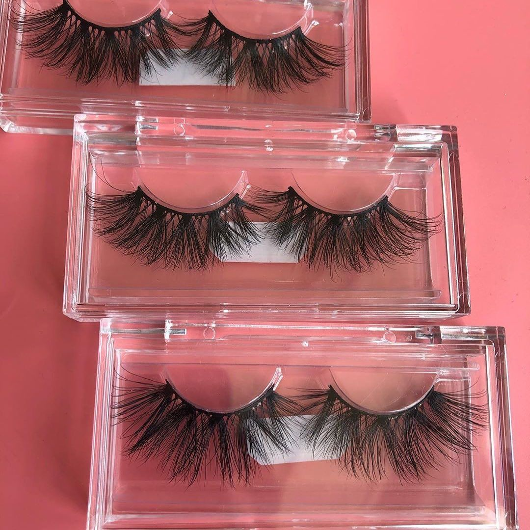 #lash #eyelash #eyelashproducts #3dlash #lashapplicator #lashglue #25mmlashes #lashcompany #lashbox #minklash #5lashes #eyelashvendor #5dlash #eyelashglue #veganglue #3Dminklashes #minks #beauty #lashbook #silklash #veganlashes #crueltyfreelashes