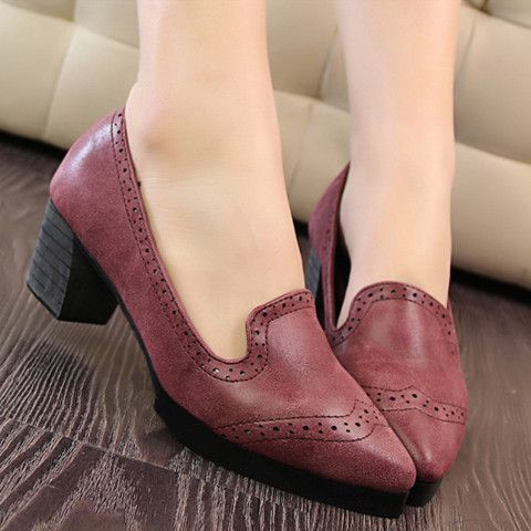 British Style Women's Pumps With Pointed Toe and Engraving Design
