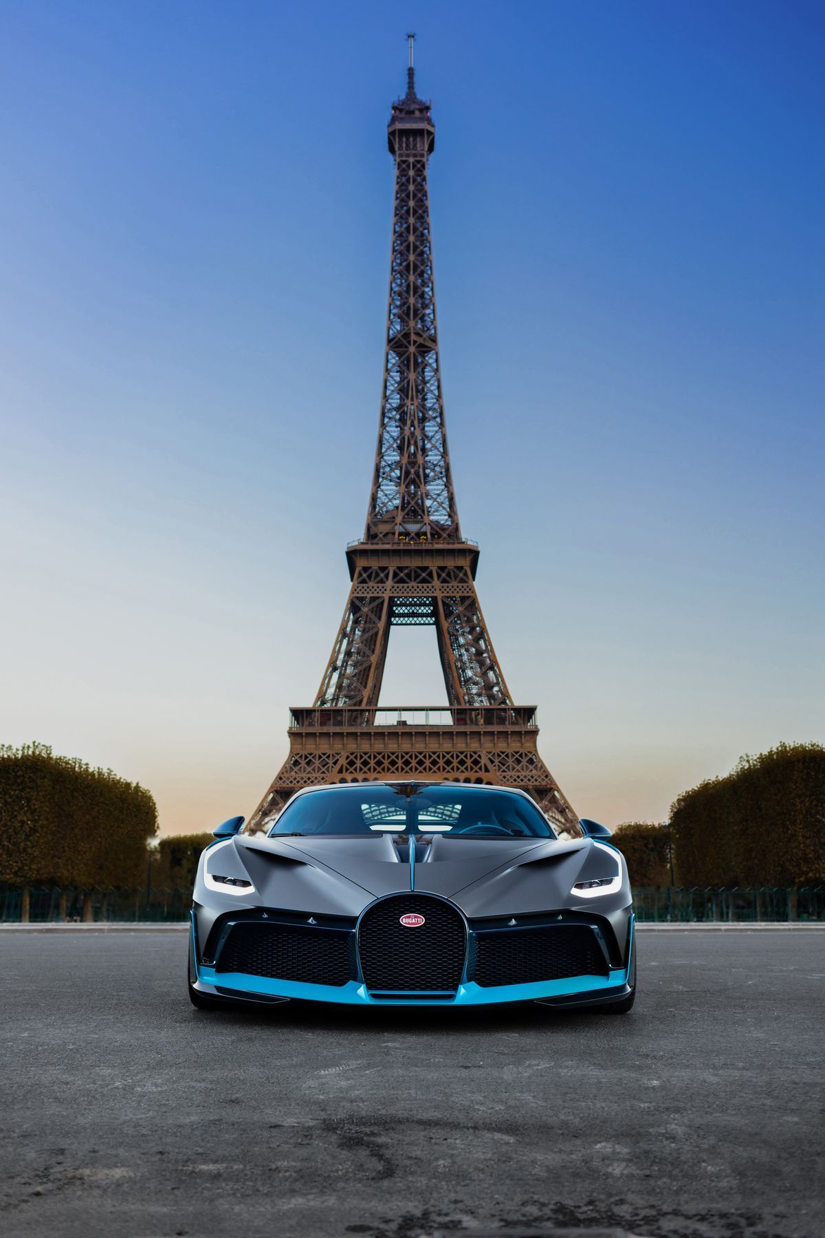 Photo of Der Bugatti Divo posiert in Paris