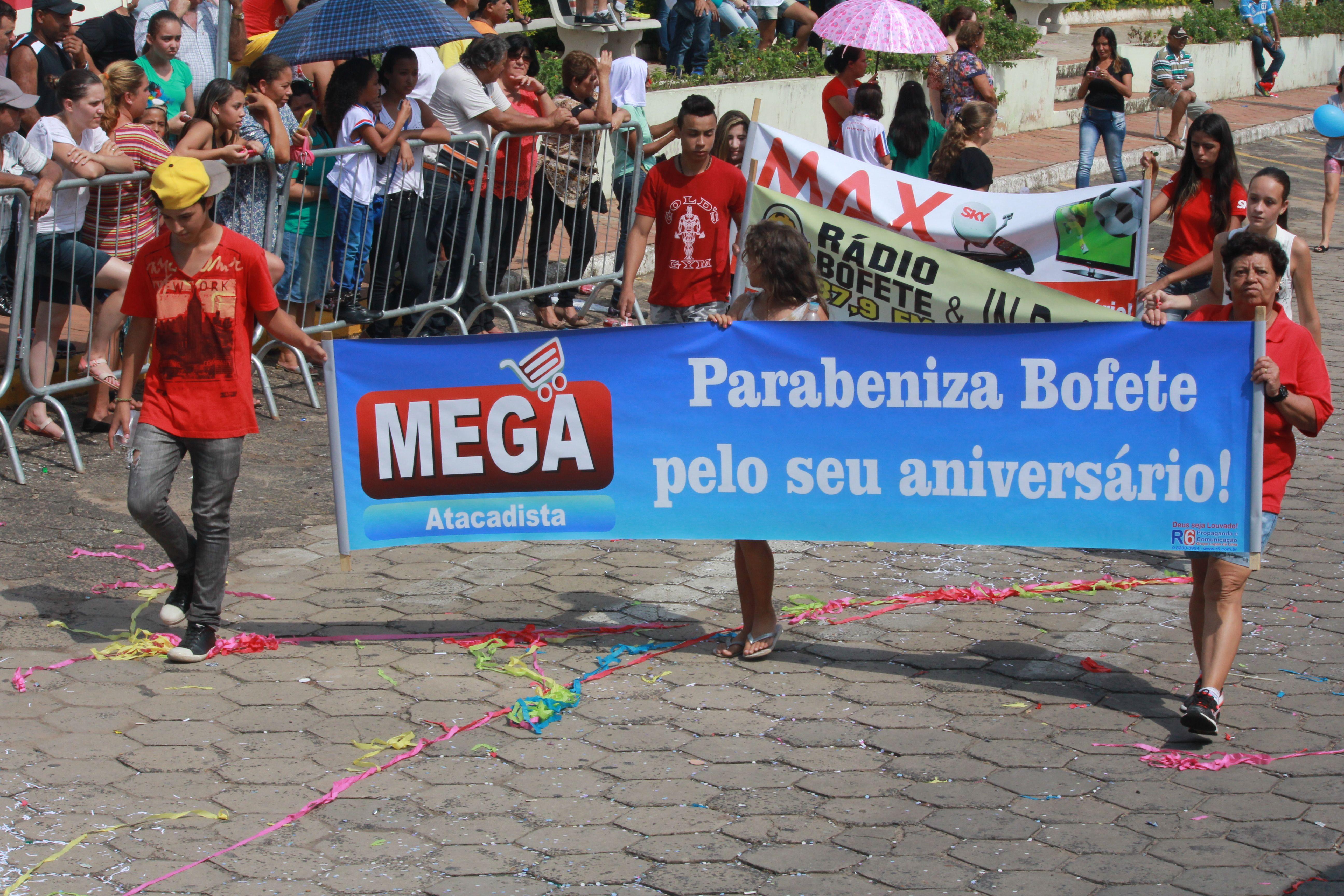Desfile Cívico do Aniversário de Bofete - 135 anos - Comércios - Mega Atacadista