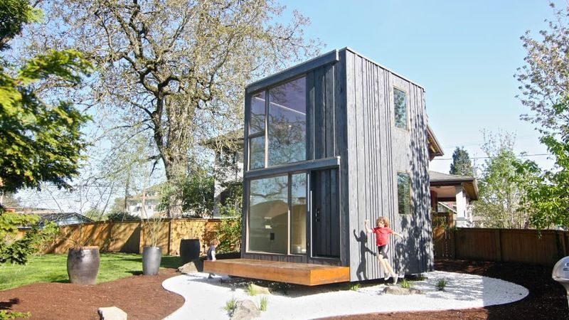 This Tiny House Rotates to Catch the Sun's Rays Tiny