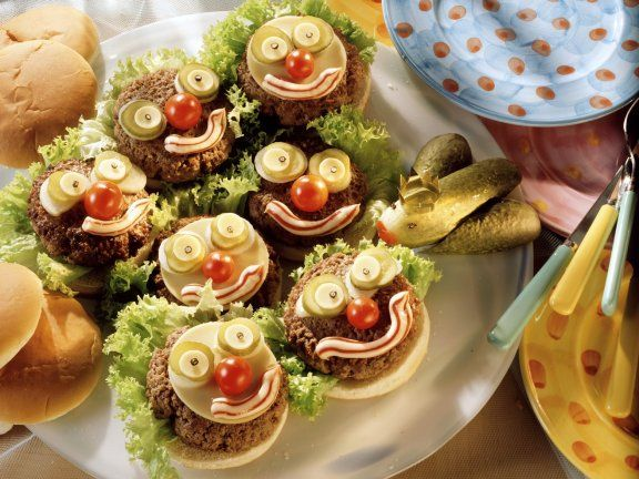 witzige kinder hamburger mit gurkenfrosch rezept kindergeburtstag pinterest. Black Bedroom Furniture Sets. Home Design Ideas