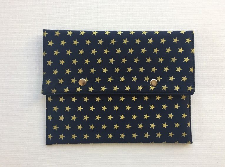 Pochette bleu marine étoiles et pois dorés intérieur plastifié : Sacs à main par only-by-elise