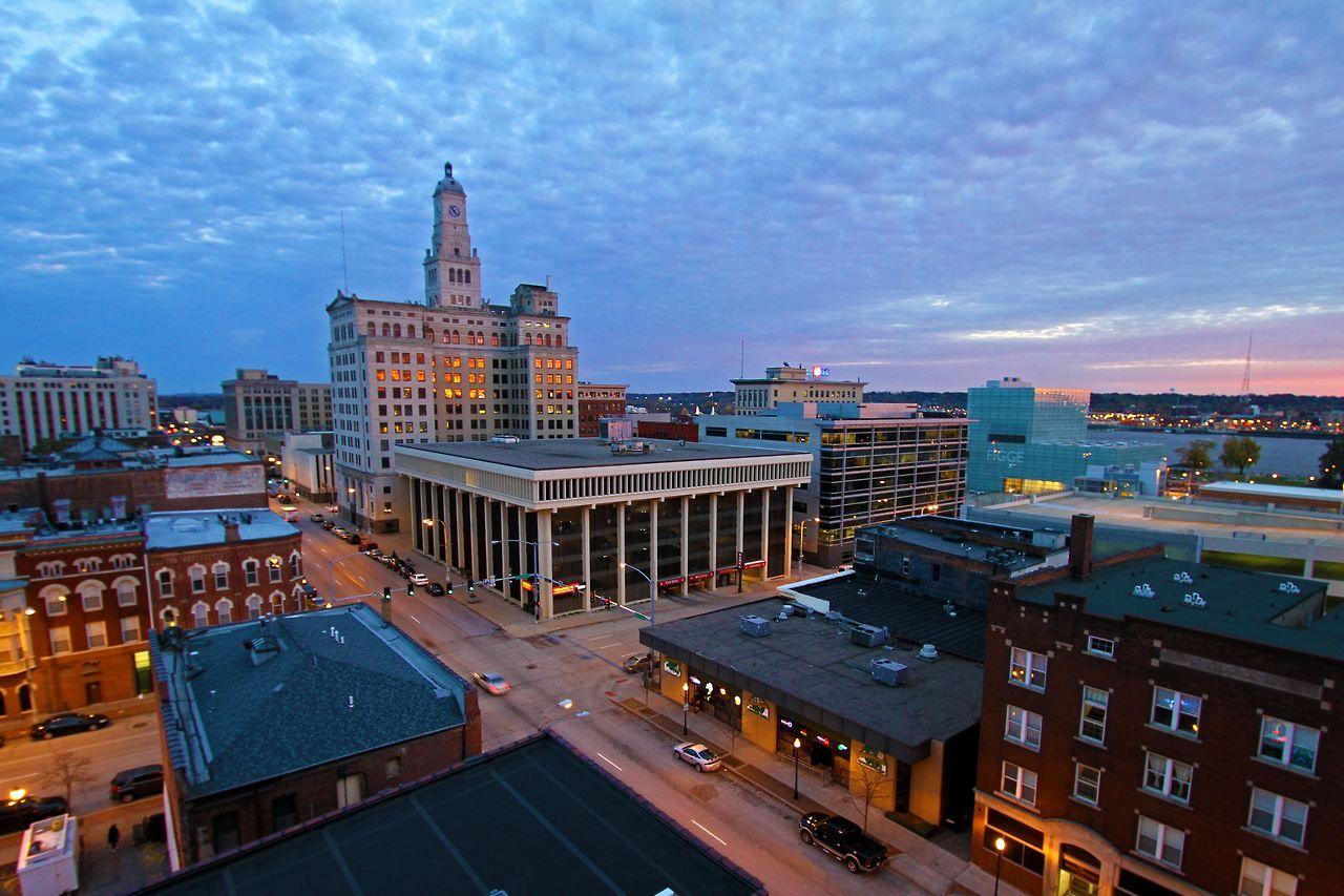 Downtown Davenport Iowa Wells Fargo Bank Is Tall Building In