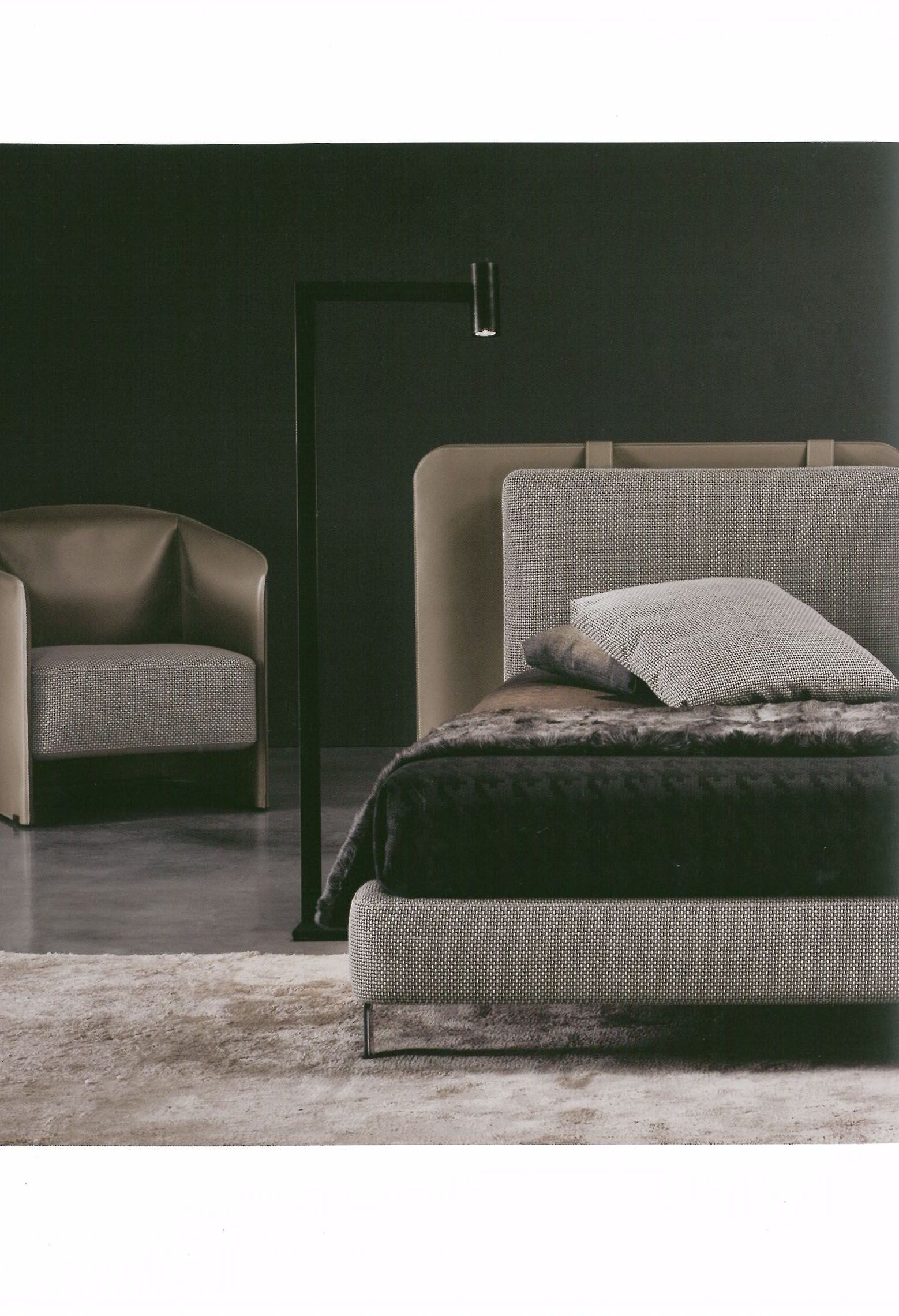 Mahari floor lamp black lacquered minotti house pinterest lit chambre and tete de - Meubles minotti ...