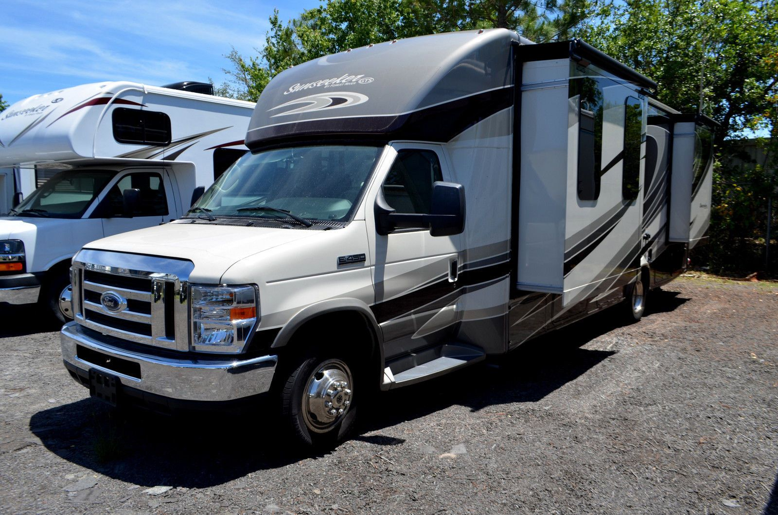 Low Miles 2017 Forest River Sunseeker Grand Tour Series Camper Rv