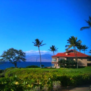 This house is where the CEO of Costco lives (Maui, Hawaii)