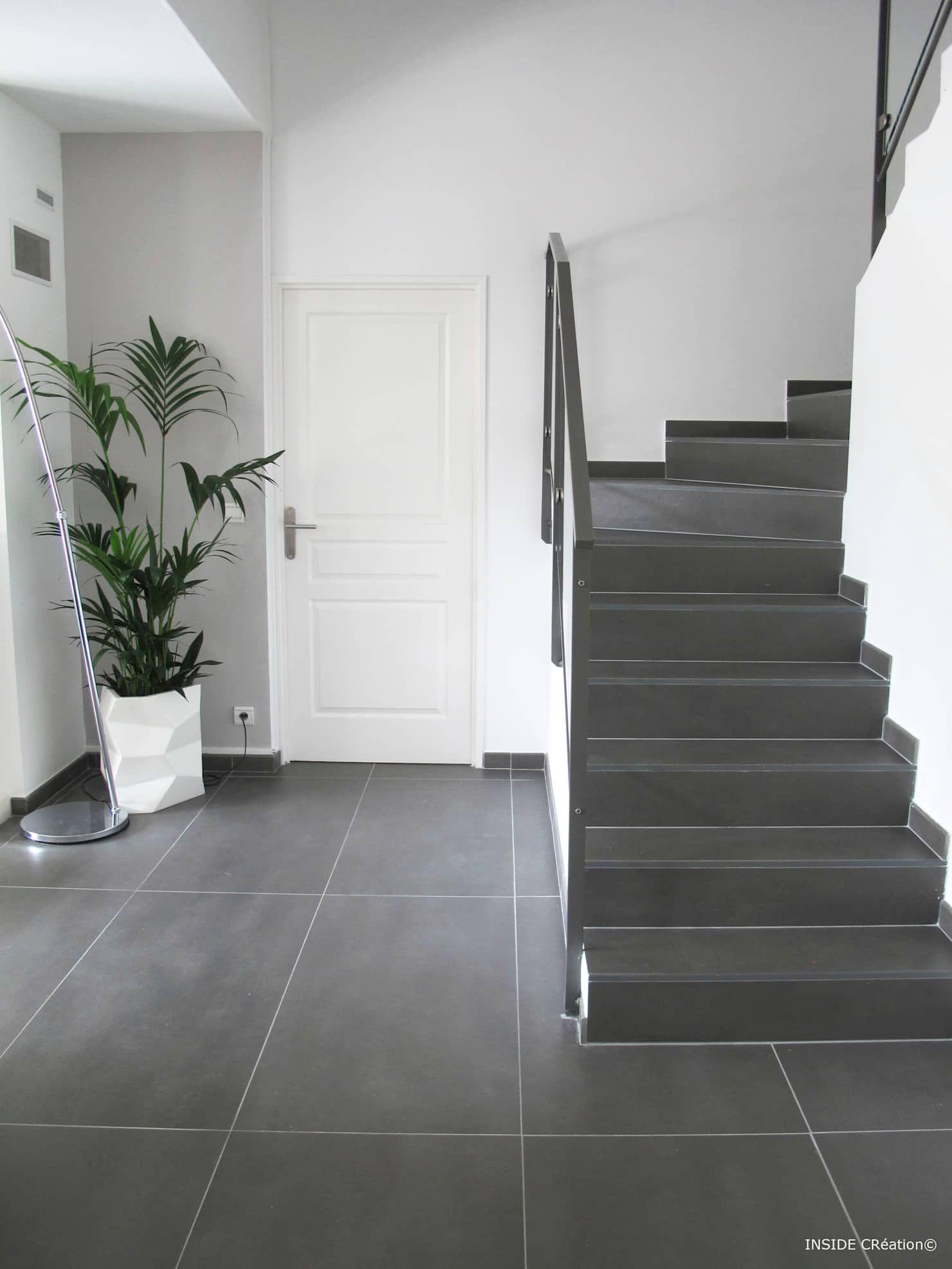 Carrelage Grand Format Inside Creation Salon Moderne Homify Decoration Maison Classique Decoration Maison Moderne Escalier Carrelage