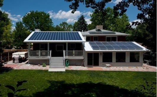 This Was One Of The Earliest Million Solar Roofs Sites As With Most Integrated Systems The Solar Cells Do Not Align With The Sun Solar Roof Solar Solar Cell