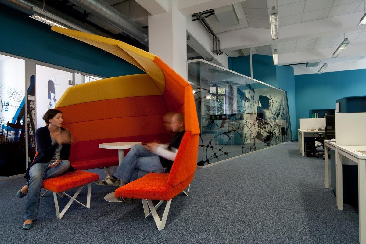 Wirtschaftsblatt Newsroom Interior Design by IDFL | Newsrooms, now ...