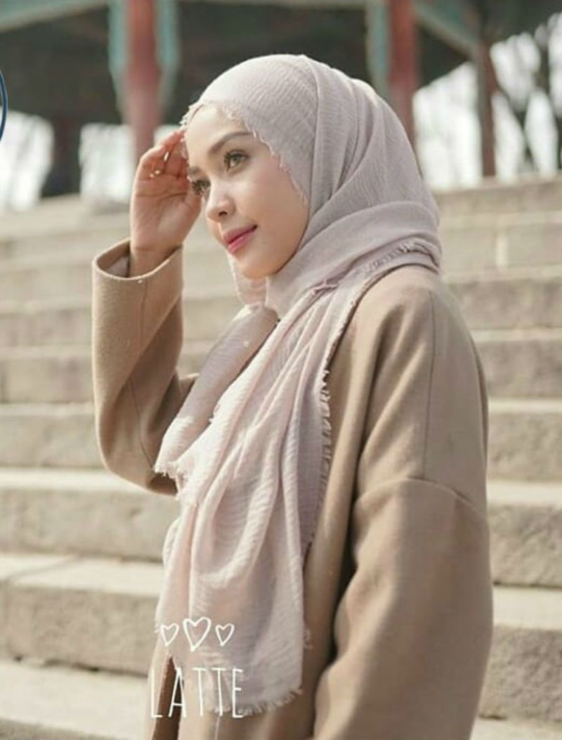 Hijab Pashmina Crinkle Warna Terlengkap Jilbab Pasmina Crinkle Warna Terlengkap Top Quality In 2020 Modern Hijab Fashion Hijab Fashion Inspiration Muslim Fashion