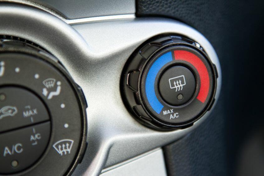 車の窓の曇り止めのコツ 曇りを解消する装置やアイテムについて解説 曇り 解消 暮らし