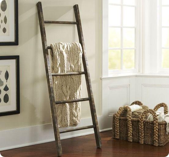 diy blanket ladder double as a stocking holder - Diy Toilettenpapierhalter Stand