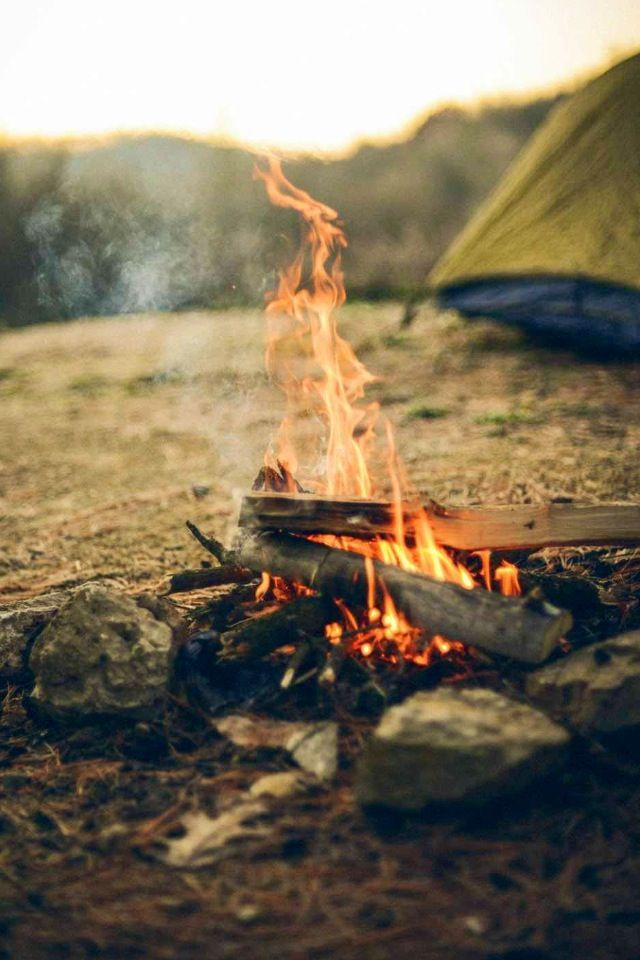 (I just need my campfire with a down cushioned-sofa and cashmere blankets. Little things... ) PE