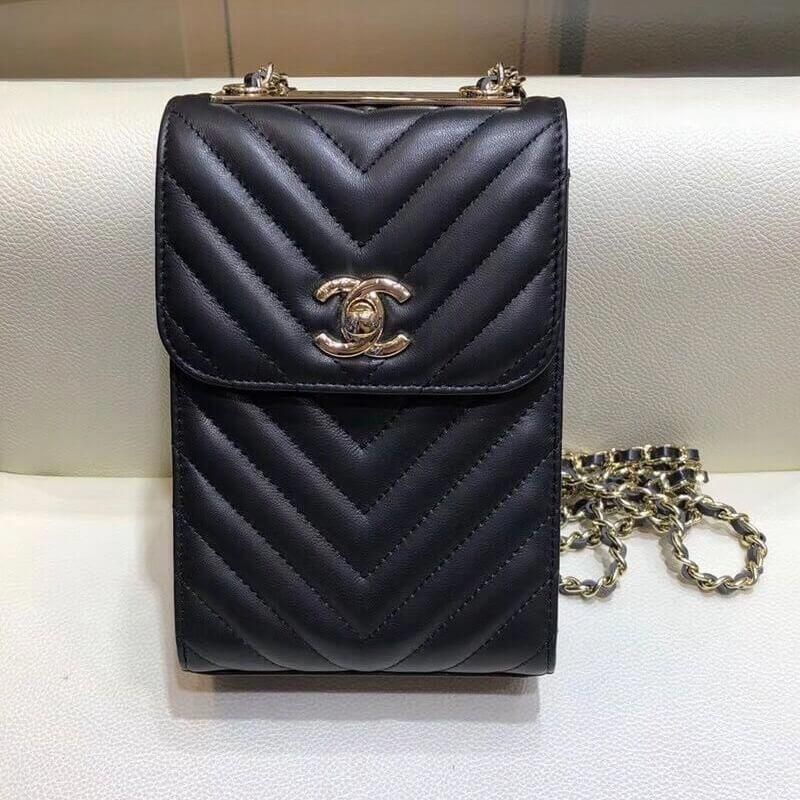 a7206cbc7c70 Chanel Lambskin Chevron Trendy CC Phone Holder Pouch Black 2018  #Chanelhandbags