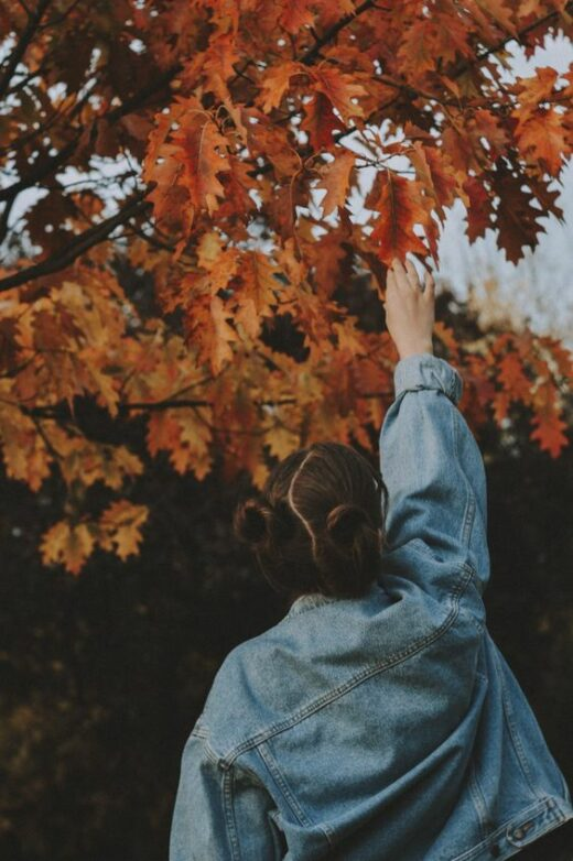 60+Fall Photoshoot Ideas To Get Some Graceful Inspo - Crushappy Blog #cameraaesthetic