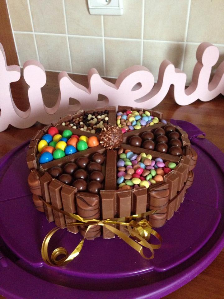 3 chocolats avec kitkat m m 39 s maltesers smarties for Decoration gateau m m s
