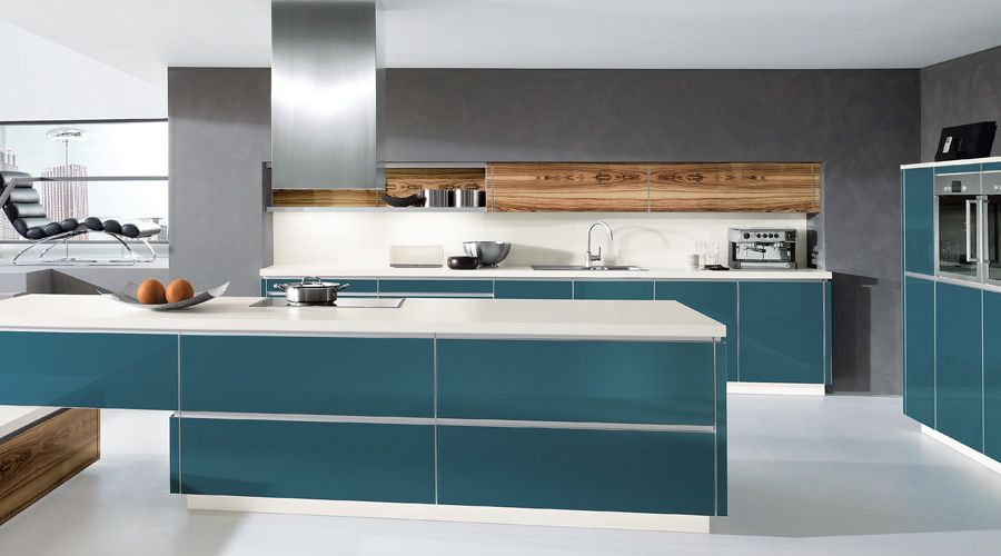 Meyer Küchen küche in smaragdfarbigen glasfronten und olivfarbenen glasfronten